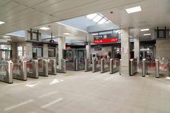 莫斯科,俄罗斯- 10月01 2016年 在驻防地铁莫斯科中央圆环Shepeliha的入口的旋转门  免版税库存图片