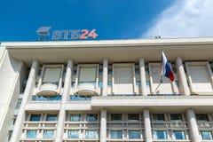莫斯科,俄罗斯- 6月02 2016年 在Myasnitskaya街道上的银行VTB24总店 免版税库存照片