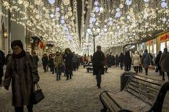 莫斯科,俄罗斯- 1月2 2019年 在卢比扬卡广场的许多圣诞节庆祝 库存图片