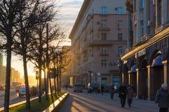 莫斯科,俄罗斯- 11月2 2017年 在库图佐夫大道的日落 图库摄影