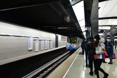 莫斯科,俄罗斯- 3月17 2018年 地铁车站Petrovsky公园的内部 库存图片