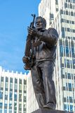 莫斯科,俄罗斯- 11月2 2017年 对M的纪念碑 卡拉什尼科夫, AK-47的设计师在Oryzheyny车道的 免版税库存照片