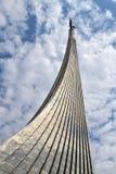 莫斯科,俄罗斯- 4月30 2018年 空间的征服者是纪念碑在Cosmopark 库存图片