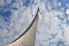 莫斯科,俄罗斯- 4月30 2018年 空间的征服者是纪念碑在Cosmopark 免版税库存照片