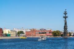 莫斯科,俄罗斯- 9月24 2017年 纪念碑看法对彼得大帝和工厂红色10月的 库存图片