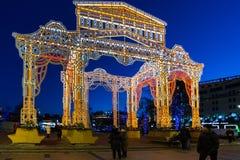 莫斯科,俄罗斯- 1月10 2018年 节日旅途的轻的设施在革命正方形的圣诞节 库存照片