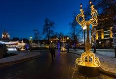 莫斯科,俄罗斯- 1月10 2018年 节日旅途的轻的设施在革命正方形的圣诞节 免版税库存照片