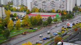 莫斯科,俄罗斯- 10月9 2017年 都市风景Zelenograd睡觉区域在秋天 股票录像