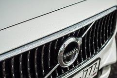 莫斯科,俄罗斯- 2017年5月3日富豪集团V90越野,前面侧视图 新的富豪集团V90越野测试  这辆汽车是AWD SUV wi 免版税库存照片