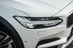 莫斯科,俄罗斯- 2017年5月3日富豪集团V90越野,前面侧视图 新的富豪集团V90越野测试  这辆汽车是AWD SUV wi 图库摄影