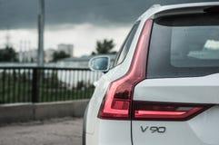 莫斯科,俄罗斯- 2017年5月3日富豪集团V90越野,前面侧视图 新的富豪集团V90越野测试  这辆汽车是AWD SUV wi 免版税图库摄影