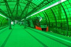 莫斯科,俄罗斯- 2016年9月13日:中央圈子线在驻地Delovoj centr的MCC Lastochka火车 库存图片