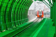 莫斯科,俄罗斯- 2016年9月13日:中央圈子线在驻地Delovoj centr的MCC Lastochka火车 库存照片