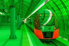 莫斯科,俄罗斯- 2016年9月13日:中央圈子线在驻地Delovoj centr的MCC Lastochka火车 免版税库存图片