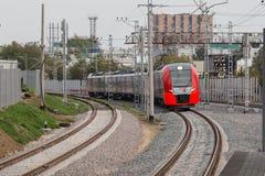莫斯科,俄罗斯- 2016年9月13日:中央圈子线在驻地Krimskaya的MCC Lastochka火车 免版税库存照片