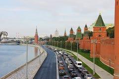 莫斯科,俄罗斯- 2016年9月12日:克里姆林宫的墙壁,城市的看法 库存图片