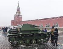 莫斯科,俄罗斯- 2016年11月7日:军车和战士 免版税库存照片