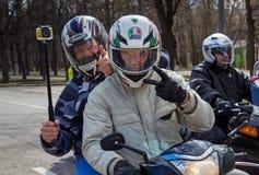 莫斯科,俄罗斯- 2016年4月23日:摩托车骑士打开春天s 库存图片