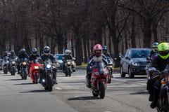 莫斯科,俄罗斯- 2016年4月23日:摩托车骑士打开春天s 免版税库存图片