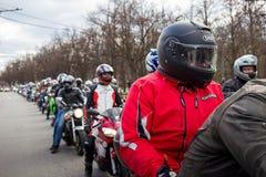 莫斯科,俄罗斯- 2016年4月23日:摩托车骑士打开春天s 库存照片