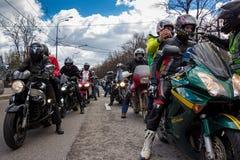 莫斯科,俄罗斯- 2016年4月23日:摩托车骑士打开春天s 图库摄影