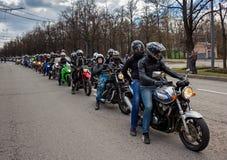 莫斯科,俄罗斯- 2016年4月23日:摩托车骑士打开春天s 免版税库存照片