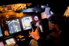莫斯科,俄罗斯- 2015年2月18日:真正的飞行员的训练的飞行水力模拟器 免版税库存照片