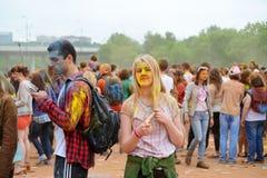 莫斯科,俄罗斯- 2015年5月23日:颜色Holi节日在Luzhniki体育场内 这费斯特根在印度,它叫H 图库摄影