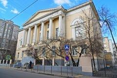 莫斯科,俄罗斯- 2016年3月14日 伊丽莎白女王的前妇女的健身房,现在大Kozenyi胡同的Pokrovskaya学校2095年 库存照片