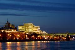 莫斯科,俄罗斯9月16日2017年 在Frunzenskaya堤防的总参谋部大厦 圣诞节城市神仙的拉脱维亚晚上地方上的短期相似的传说 库存图片