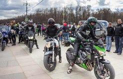 莫斯科,俄罗斯- 2016年4月23日 摩托车骑士打开春天s 库存照片