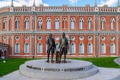 莫斯科,俄罗斯- 2016年6月08日 建筑师Bazhenov和卡扎科夫雕塑Tsaritsyno博物馆储备的 库存图片