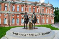 莫斯科,俄罗斯- 2016年6月08日 建筑师Bazhenov和卡扎科夫雕塑Tsaritsyno博物馆储备的 免版税库存照片