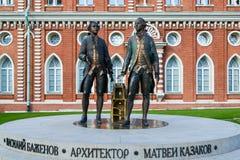 莫斯科,俄罗斯- 2016年6月08日 建筑师Bazhenov和卡扎科夫雕塑Tsaritsyno博物馆储备的 免版税库存图片