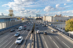 莫斯科,俄罗斯10月01日 2016年 Andreyevsky桥梁和商业中心莫斯科市看法  库存照片