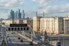 莫斯科,俄罗斯10月01日 2016年 Andreyevsky桥梁和商业中心莫斯科市看法  图库摄影