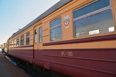 莫斯科,俄罗斯- 4月1 2017年 有苏联的象征的苏联电车在铁路运输的历史博物馆  库存图片