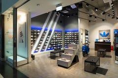 莫斯科,俄罗斯- 3月05 2017年 里面复杂Capitoliy的商店爱迪达 免版税库存照片