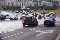 莫斯科,俄罗斯- 9月10 :交通流程在城市道路的2014年9月10日 免版税库存照片