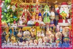 莫斯科,俄罗斯- 12月20 2016年:圣诞节橱窗展售品的装饰gif 免版税图库摄影