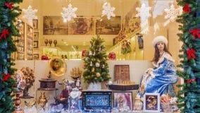 莫斯科,俄罗斯- 12月20 2016年:圣诞节橱窗展售品的装饰gif 免版税库存图片