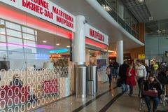 莫斯科,俄罗斯- 10月31 2016年 Matryoshka -企业休息室在谢列梅机场 免版税库存图片