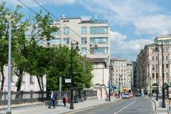 莫斯科,俄罗斯- 6月02 2016年 Myasnitskaya街-街道在城市的历史中心 免版税库存照片