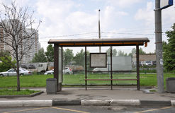 莫斯科,俄罗斯- 05 29 2015年 空的公共汽车站在Mitino 免版税库存图片
