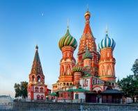 莫斯科,俄罗斯-红场视图圣日出的蓬蒿的大教堂,没人 免版税库存照片