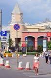 莫斯科,俄罗斯- 15 06 2015年 莫斯科-庭院圆环中央街道的人们,关于地下库尔斯克 免版税库存照片