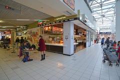 莫斯科,俄罗斯- 04 20 2015年 食品店在大购物中心Ladia在Mitino 免版税库存图片
