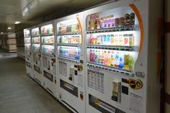 莫斯科,俄罗斯- 17 06 2015年 饮料的自动售货机日本公司DyDo在地下过道 免版税库存照片