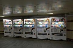莫斯科,俄罗斯- 17 06 2015年 饮料的自动售货机日本公司DyDo在地下过道 免版税图库摄影