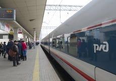 莫斯科,俄罗斯-01 11 2015年 高速火车在 库存图片